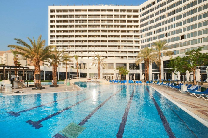 Crowne_Plaza_Dead_Sea_pool_view