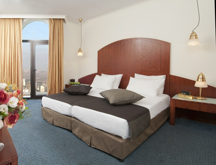 Crowne_Plaza_Jerusalem_room