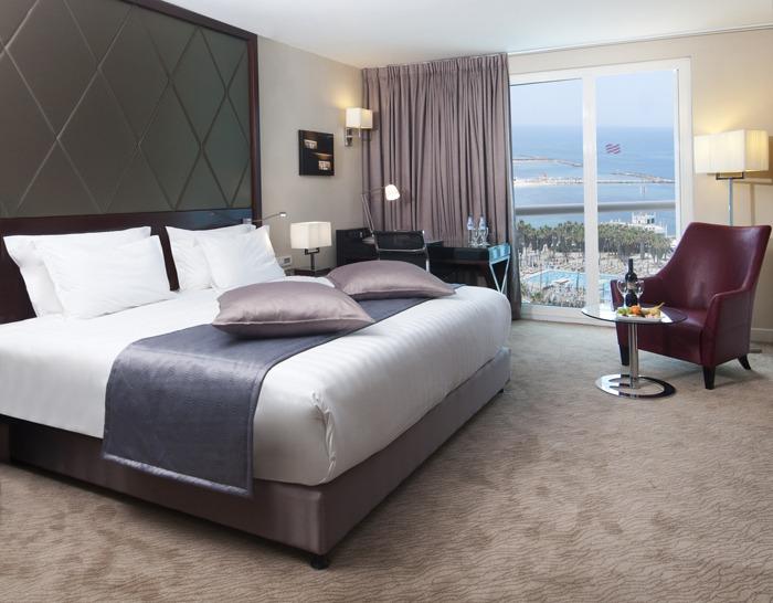 Crowne_Plaza_TelAviv_room1