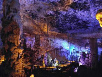 Сталактитовые пещеры и монастыри в окрестностях Иерусалима.